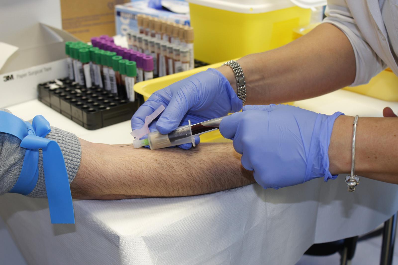 Túl sok a laborvizsgálat, bónuszt az orvosoknak a csökkentésért