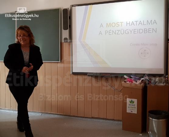 Óra a pénzügyi tudatosságról az ELTE Apáczai Gimnáziumban